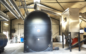 Hot water boiler fired with chopped straw (automatic)